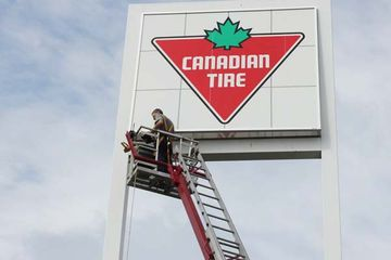 réparation affiche Canadian Tire